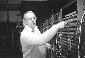 Karl-Heinz Stockhausen im Studio für elektronische Musik